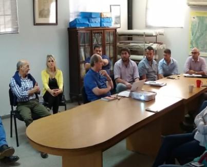 Reunión con técnicos y jefes de la institución.