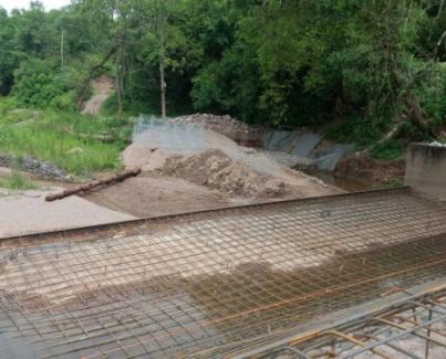 Obras de mantenimiento en el dique El Suchal